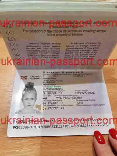 fake-ukrainian-passport-319